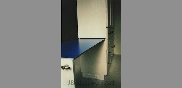 schrank-geteilt-kofferbrett-buegelbrett